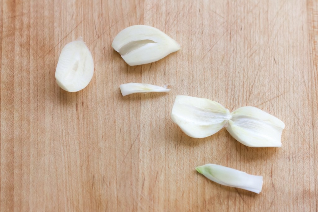 https://thenoilkitchen.com/wp-content/uploads/2018/03/01-Garlic-8370.jpg