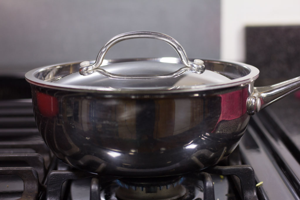 Pan with lid tightly on to simmer on low heat.