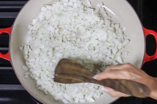 07 Put the diced onions in the pan and sautee